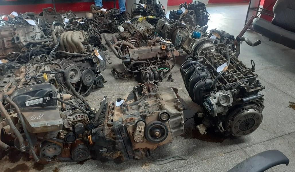 Operação apreende peças de motos e carros roubados ou furtados em duas lojas de Teresina