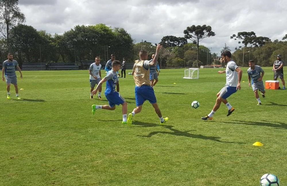Luan participa de treino em Curitiba e dá outro passo para retorno ao Grêmio