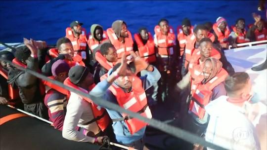 Justiça italiana autoriza desembarque de imigrantes; Salvini ameaça sanções contra ONG dona do barco