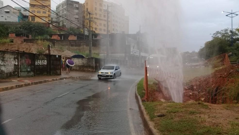 Embasa informou que linha será desligada temporariamente, para manutenção — Foto: Cid Vaz/TV Bahia