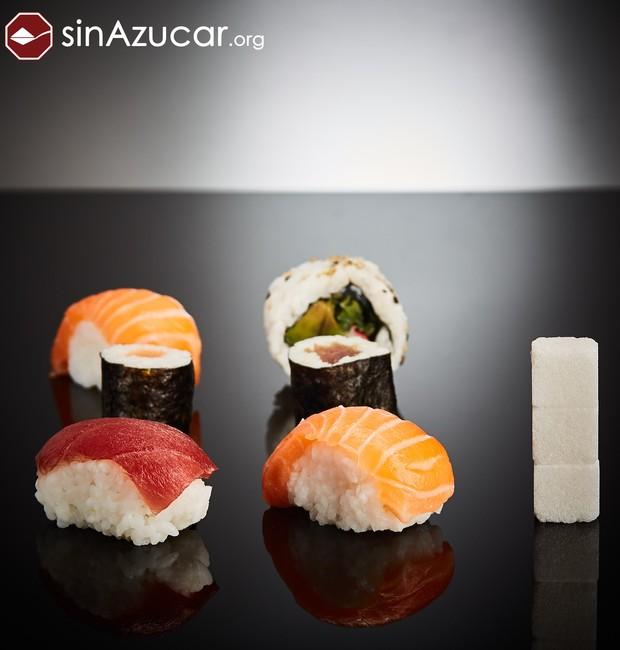 Seis peças de sushi equivalem a 12 gramas de açúcar ou 3 cubos (Foto: Sin Azucar/ Reprodução)