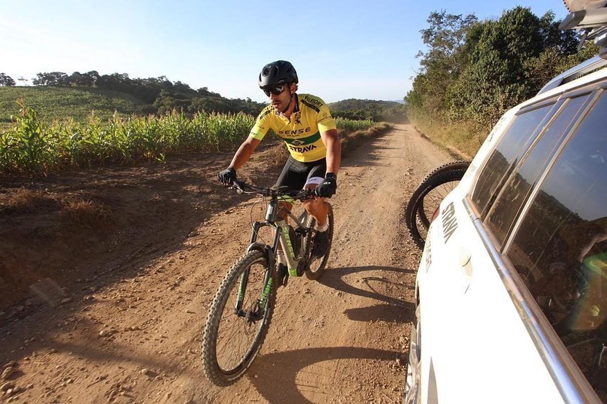 Dia #1: Rumo ao Fluminense, Fred pedala 155 km e autografa camisa ...