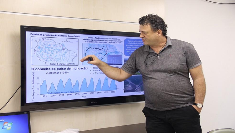 Grupos de Estudos do Inpa debate impactos das mudanças climáticas nos igapós da Amazônia — Foto: Werica Lima/Inpa