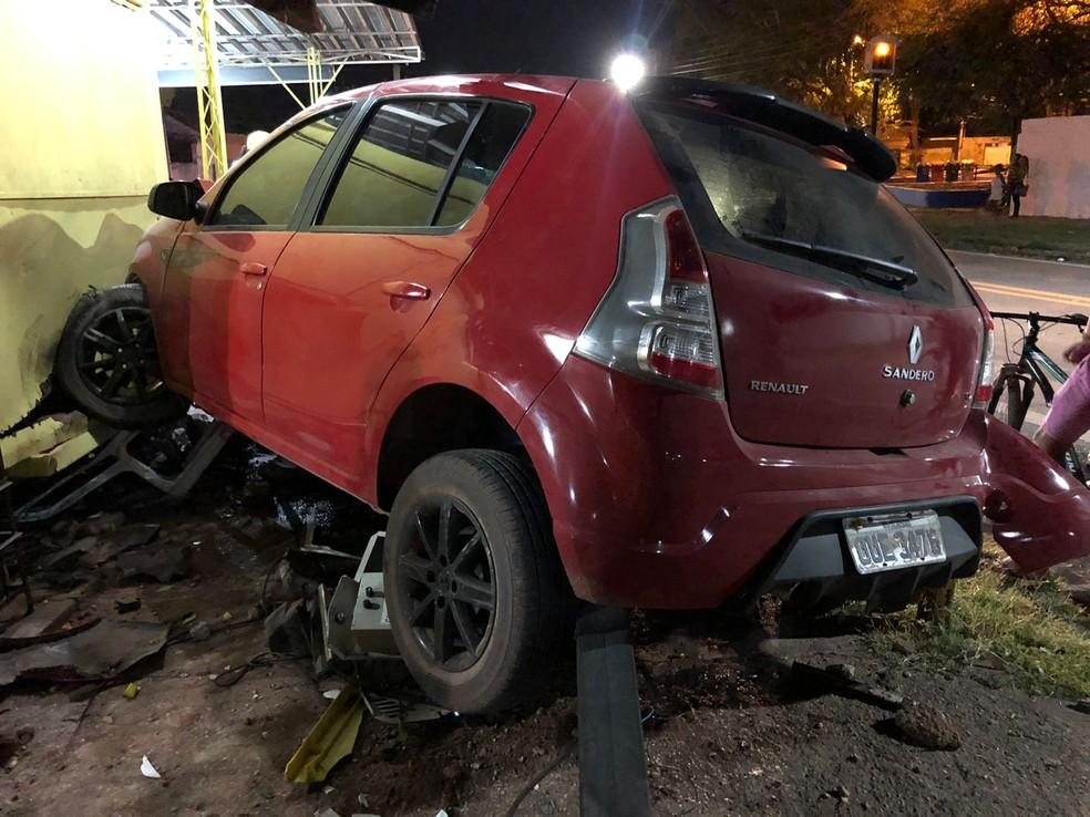Motorista embriagado atropela criança e atinge lanchonete na BR-343, em Altos — Foto: Rodolfo Lima/ TV Clube