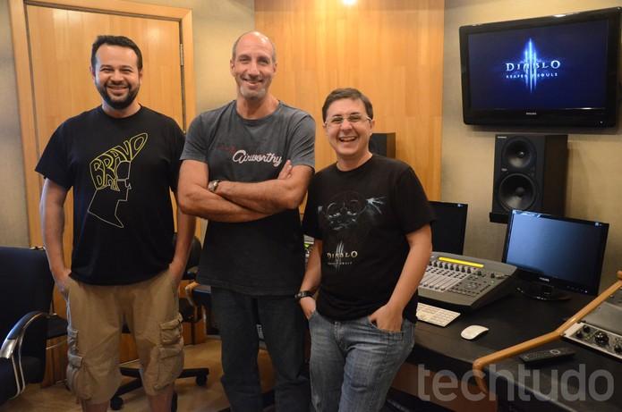 Da esquerda para a direta: Ricardo Juarez, o Cruzado, Márcio Simões, o Tyrael, e Gustavo Nader, diretor da dublagem de Diablo 3: Reapers of Souls (Foto: Matheus Vasconcellos/ TechTudo)