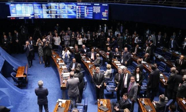 Senado derruba decisão do STF de afastar Aécio Neves do mandato (Foto: Ailton de Freitas / Agência O Globo)