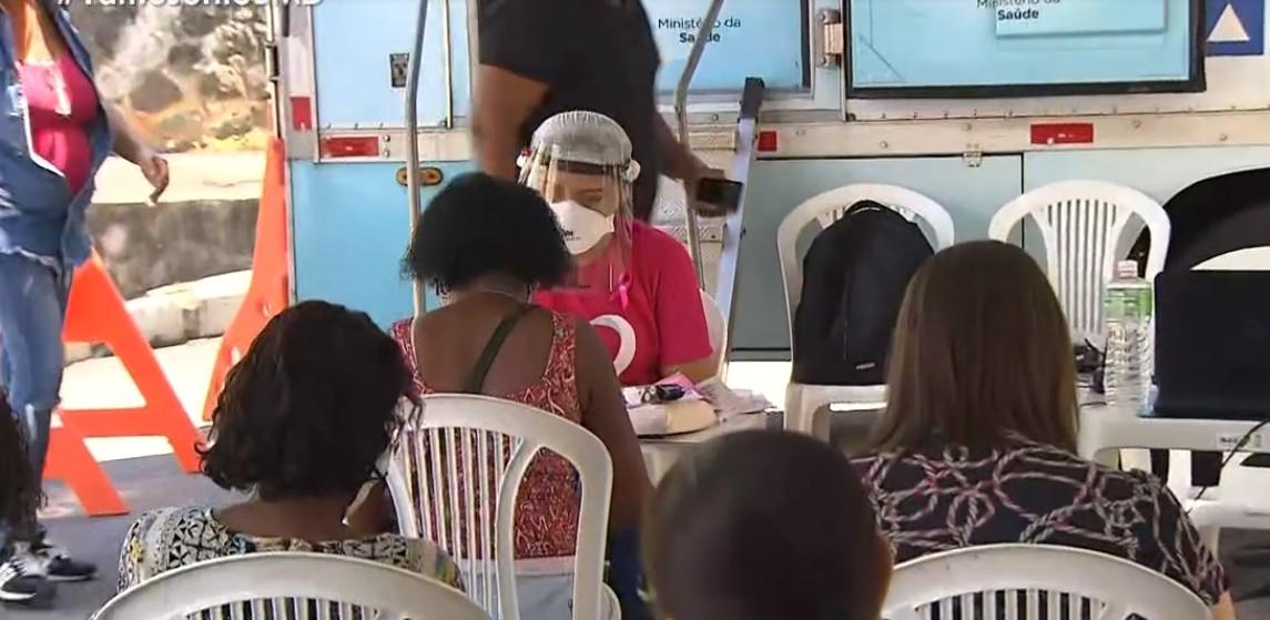 Secretaria de Saúde e Polícia Militar oferecem exames de mamografia gratuitos no bairro da Federação, em Salvador