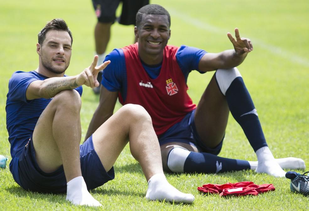 Erazo e Desábato, dois dos mais experientes do elenco do Vasco (Foto: Paulo Fernandes/Vasco)