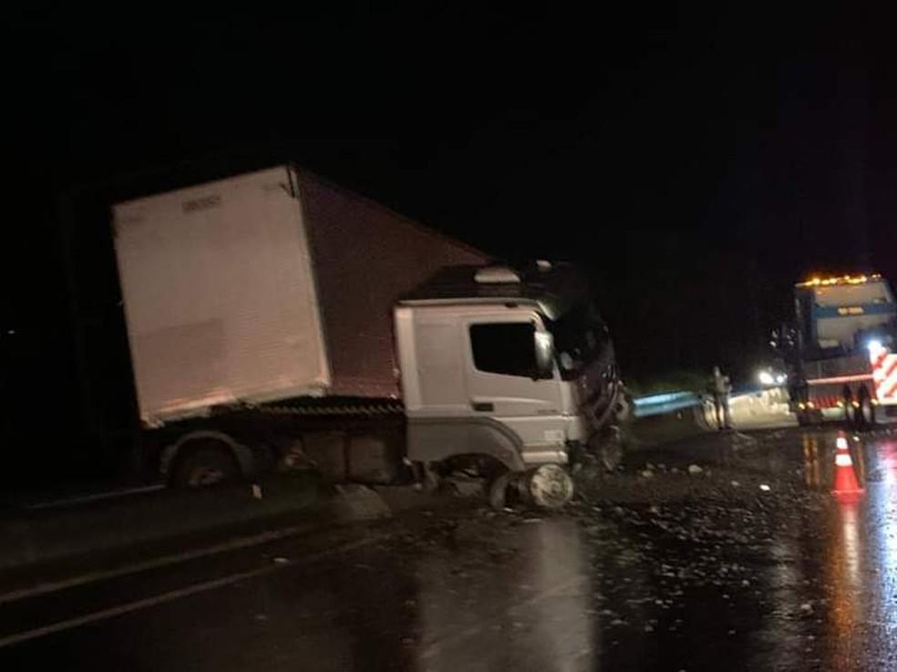 Apesar dos estragos, motorista não teve ferimentos — Foto: Garça Cidade Maravilhosa/Divulgação