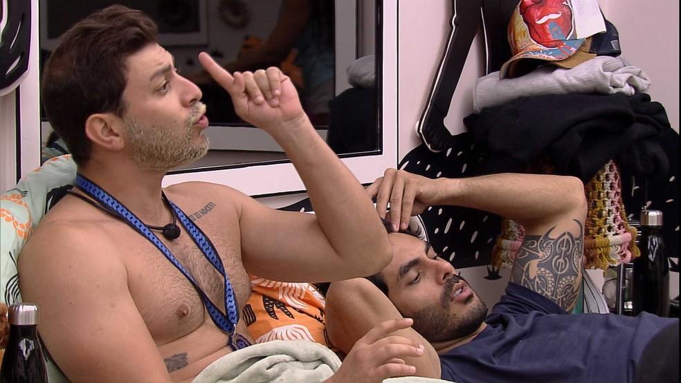 Caio desabafa sobre brother no BBB21: 'Eu fico furioso de raiva dele ter exposto a gente' — Foto: Globo