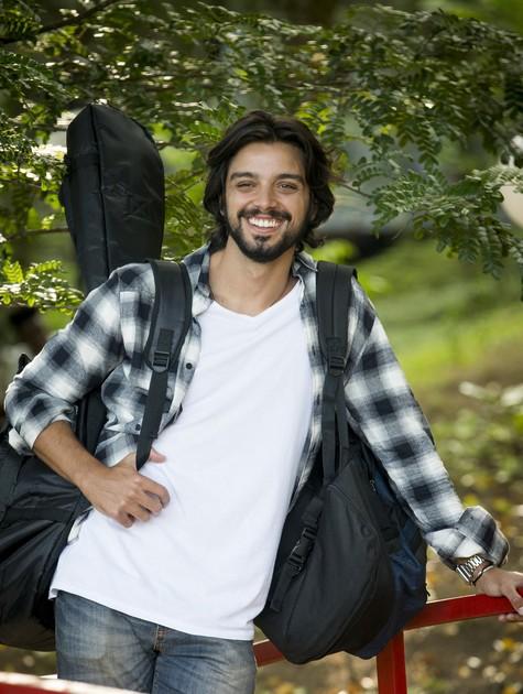 Rodrigo Simas como o Alejandro de 'Salve-se quem puder' (Foto: João Miguel Júnior/Globo)