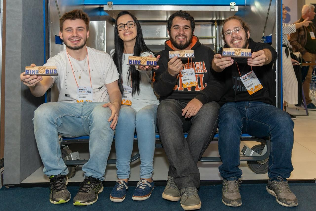 Estudantes da UFSCar criam projeto para transportar bicicletas em ônibus