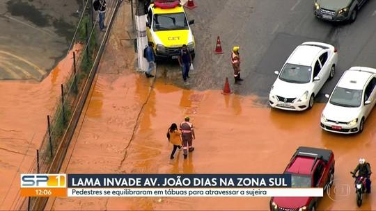 'Mar de lama' invade trecho da avenida João Dias, na Zona Sul da capital