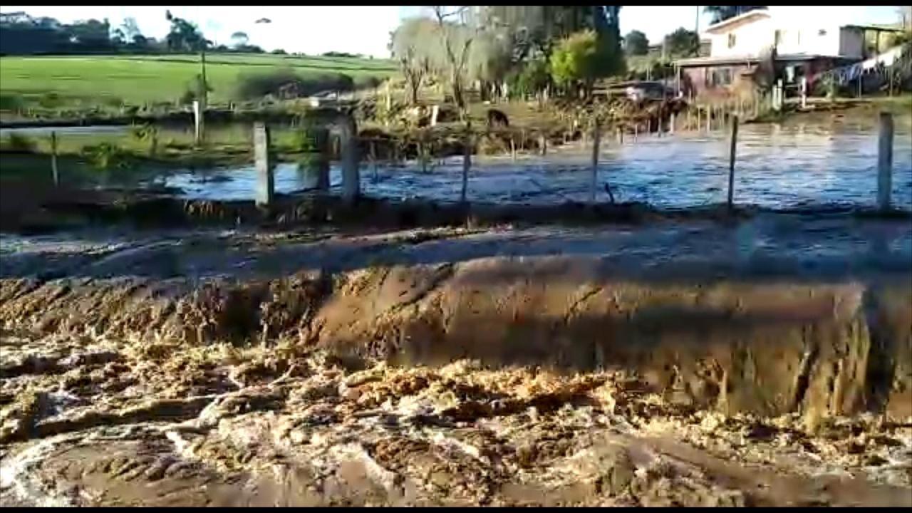 Prefeitura de Faxinalzinho avalia danos causados por rompimento de açude em cidade vizinha - Notícias - Plantão Diário
