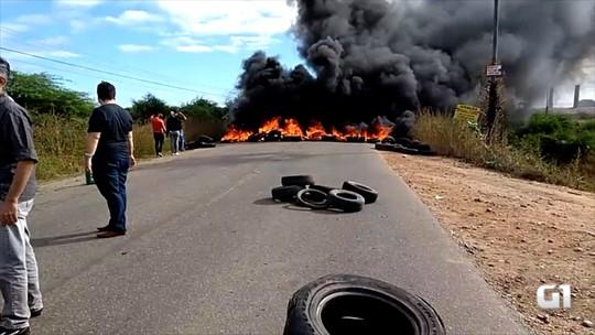 Moradores queimam pneus e fecham RN-118 após 4 mortes em acidentes; veja vídeo