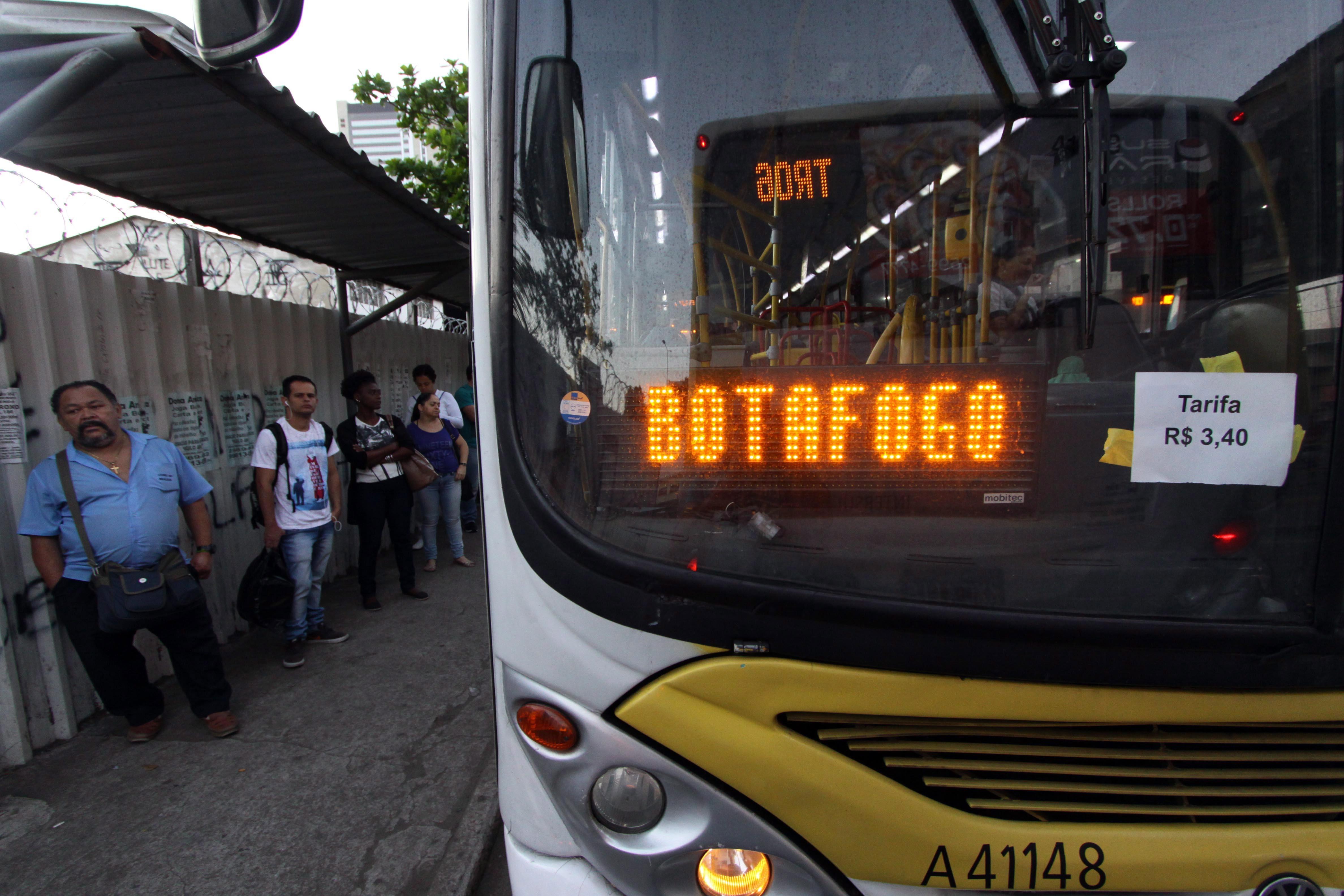 Ônibus com a tarifa a R$ 3,40