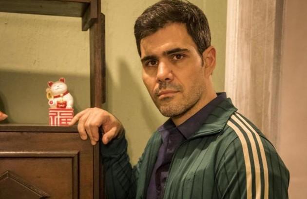 Na sexta (3), Magno (Juliano Cazarré) irá trocar tapas com Vicente e será visto pelos vizinhos (Foto: Reprodução)