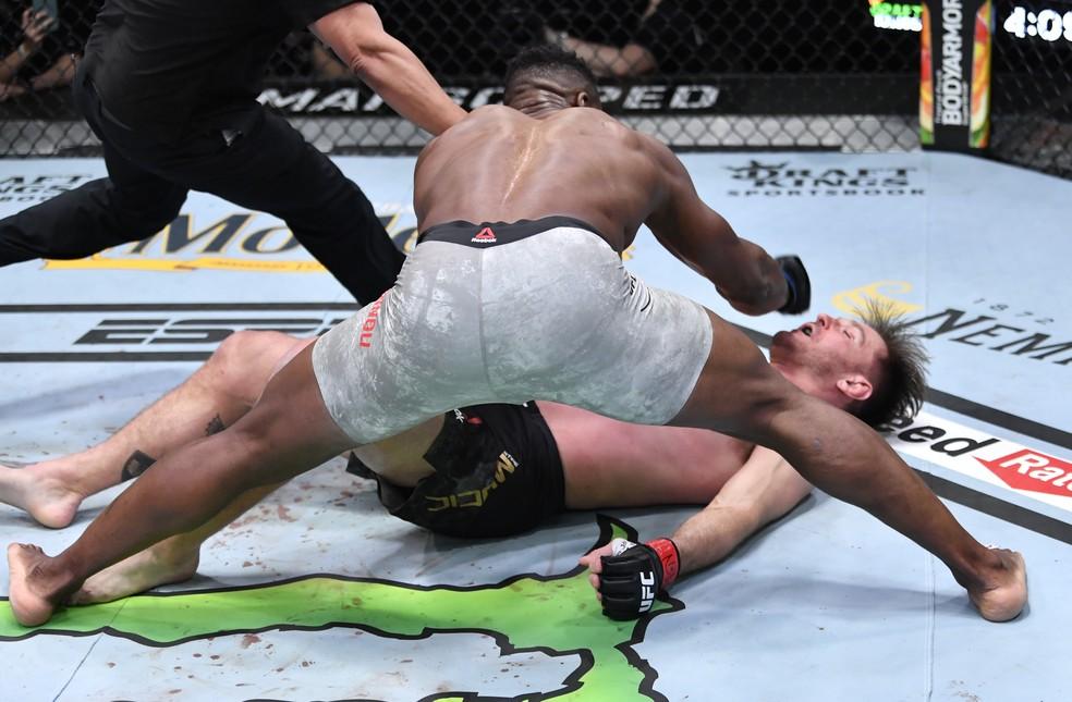 Francis Ngannou não deu chances a Stipe Miocic no UFC 260 — Foto: Getty Images