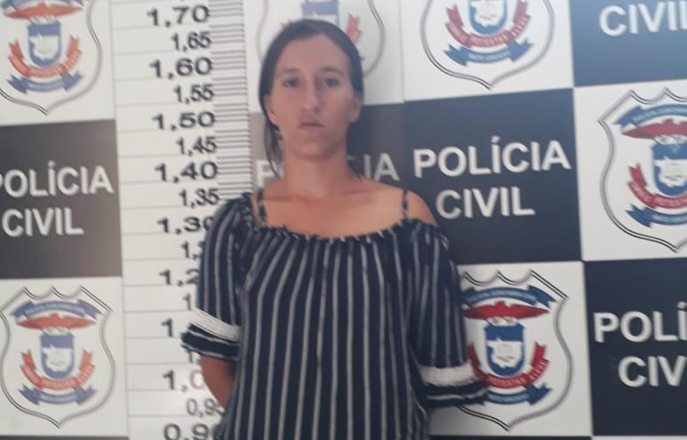 Keli Martins Moreira, de 23 anos, foi presa nessa quarta-feira em Paranatinga — Foto: Polícia Civil-MT/ Divulgação