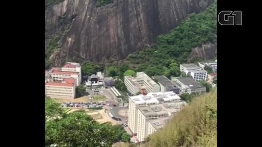 Balão cai e fica preso em cabos do Bondinho do Pão de Açúcar, no Rio