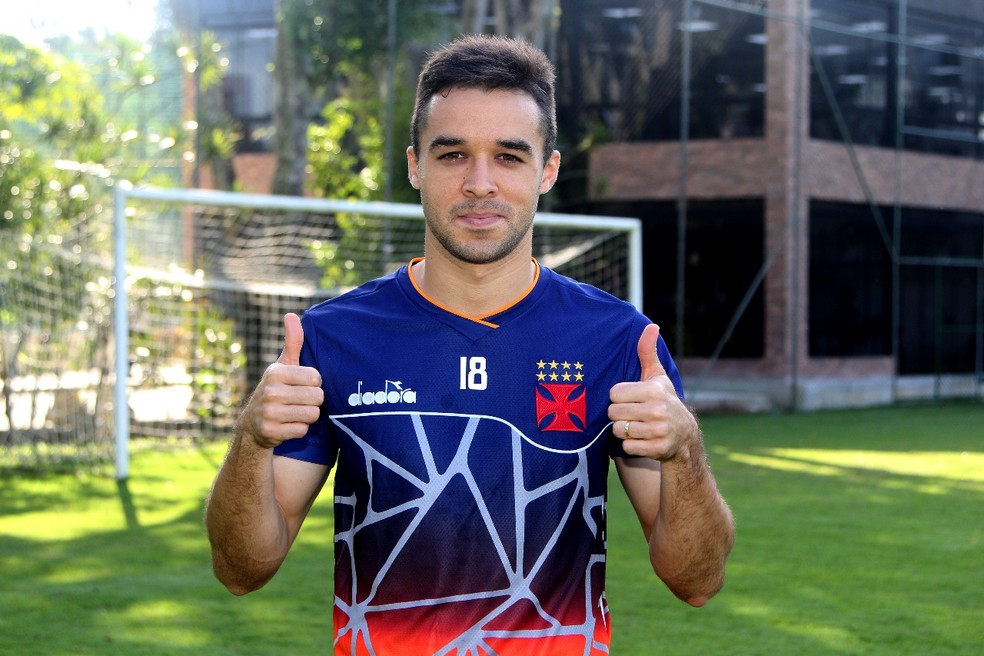 Lenon já treina no Vasco (Foto: Paulo Fernandes / Vasco)