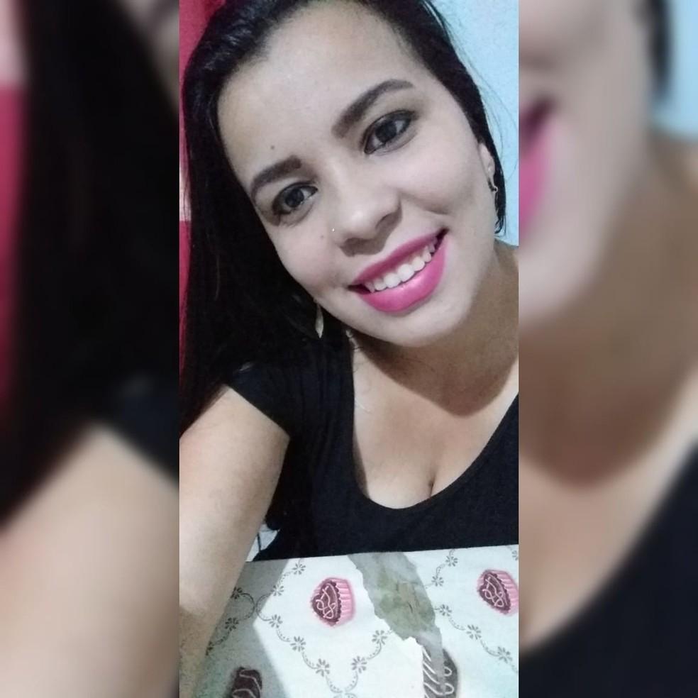 Thalia Ferraz foi morta na noite de quinta-feira (25) pelo ex-companheiro em frente aos seus familiares em SC — Foto: Reprodução/ Redes Socias