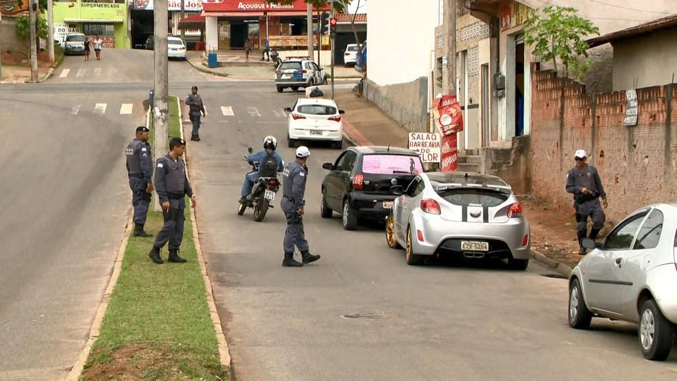 Operação para prender suspeito de atirar contra sargento da Polícia Militar em pizzaria — Foto: Reprodução/ TV Gazeta