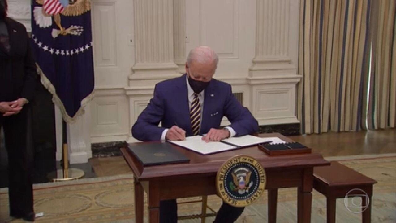 Biden assina ordens executivas para enfrentar crise causada pela pandemia