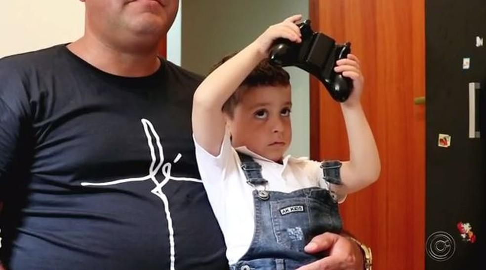 Família de Kauan saiu de Fortaleza (CE) e veio ao noroeste paulista para tratamento de câncer — Foto: Reprodução/TV TEM