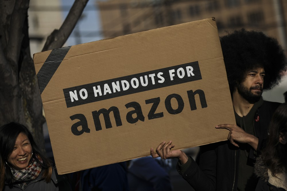 NEW YORK, NY - FEBRUARY 14: Activists and community members who opposed Amazon's plan to move into Queens rally in celebration of Amazon's decision to pull out of the deal, in the Long Island City neighborhood, February 14, 2019 in the Queens borough of N (Foto: Getty Images)
