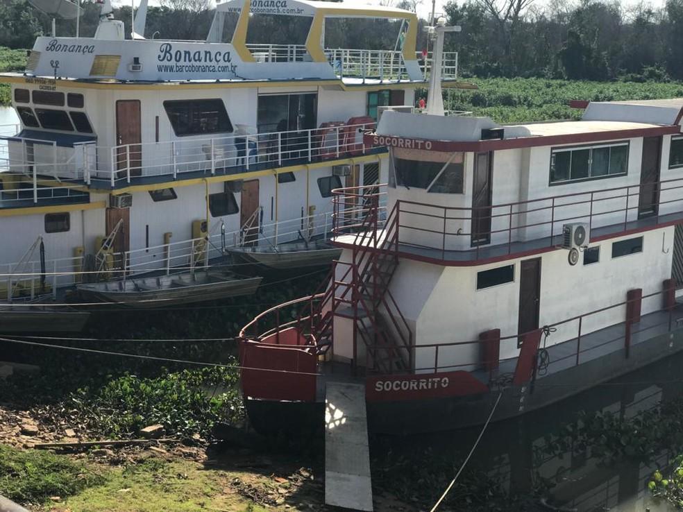 Barcos ficam no seco após baixa no nível do Rio Paraguai em Cáceres (MT) — Foto: Divulgação