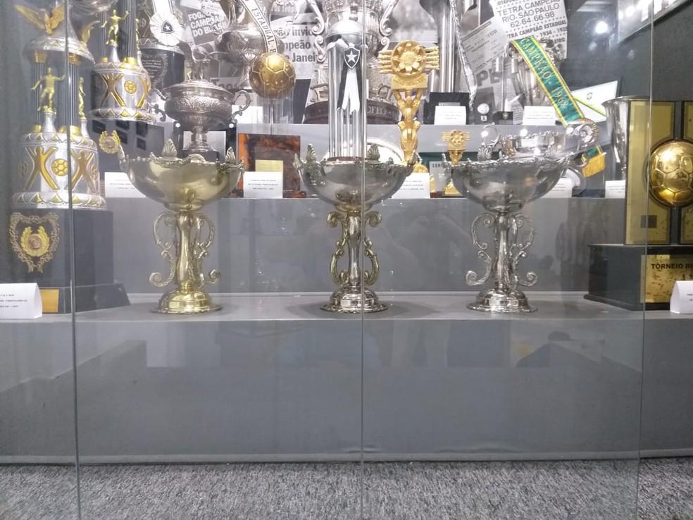 Botafogo confecciona réplicas das taças do Torneio de Caracas — Foto: Arquivo pessoal/Luiz Felipe Carneiro