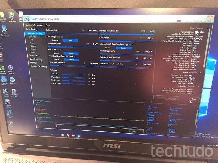 Monitor demonstra Overclocking com processador i7 (Foto: Laura Marins / TechTudo)