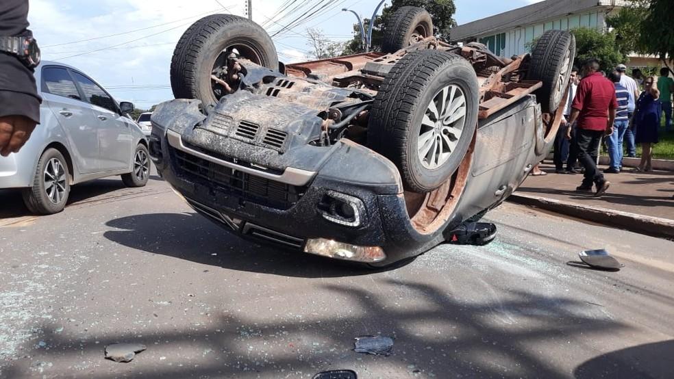 O motorista da Pajero trafegava em velocidade acima do permitido, segundo a polícia (Foto: Divulgação/Redes Sociais)