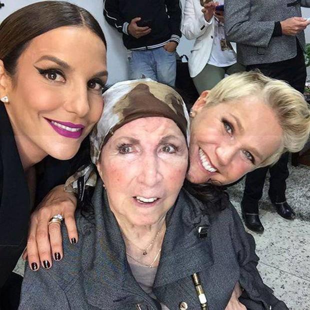 Dona Alda com Ivete e Xuxa (Foto: Reprodução/Instagram)