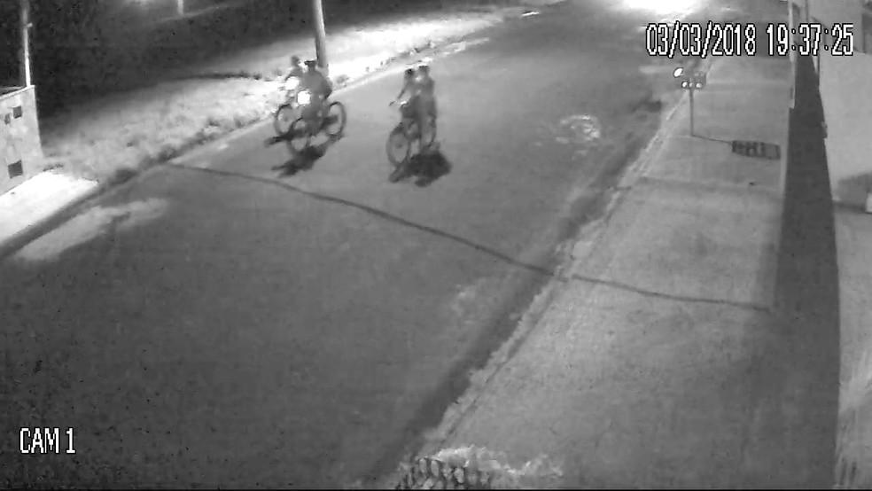 Circuito de segurança registrou crianças antes do atropelamento em Pindorama (SP) (Foto: Reprodução/Circuito de segurança)