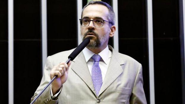 Abraham Weintraub em convocação na Câmara nesta terça; ministro afirmou que foco do governo será educação básica e infantil (Foto: LUIS MACEDO/CÂMARA DOS DEPUTADOS)