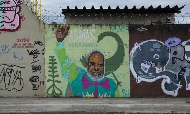 Abdias do Nascimento em painel de Cazé na Radial Oeste, no Rio