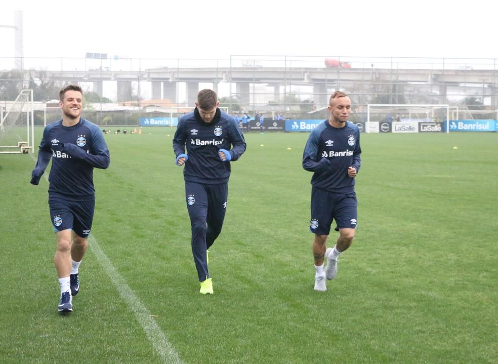 Ramiro só correu nesta segunda-feira, ao lado de Kannemann e Everton (Foto: Eduardo Moura / GloboEsporte.com)