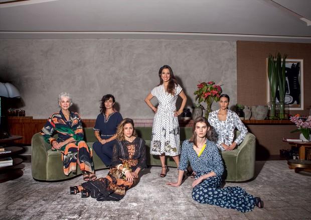 Isabela Capeto com Bebel Alves de Lima, Daniela Laloum, Cecilia Tanure, todas vestindo a coleção da estilista para a C&A em 2015 (Foto: Rogério Cavalcanti/Arquivo Vogue)