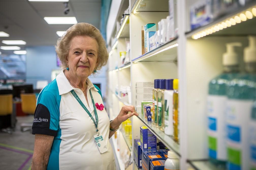 Dilma usa sua renda do trabalho para ajudar duas irmãs, de 85 e 89 anos. — Foto: Fabio tito/G1