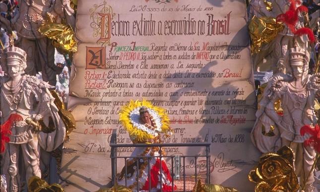 Destaque como princesa Isabel veio junto ao texto da Lei Áurea no desfile da Imperatriz Leopoldinense, em 1989