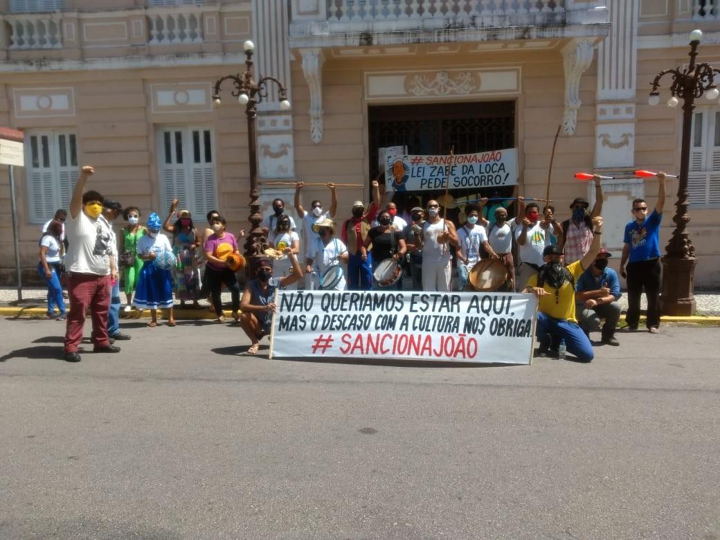 Artistas e trabalhadores da cultura protestam pela aprovação de lei com auxílio ao setor, na PB