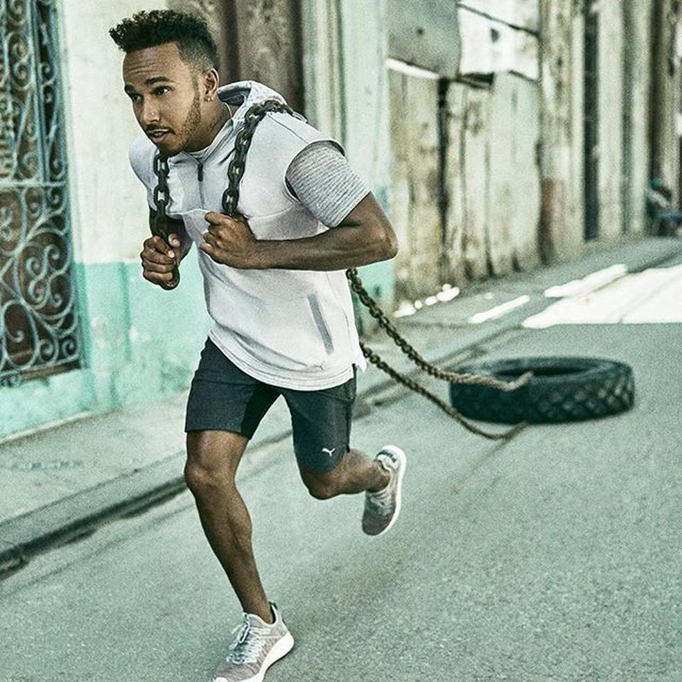 Lewis Hamilton durante treino físico — Foto: Reprodução/rede social