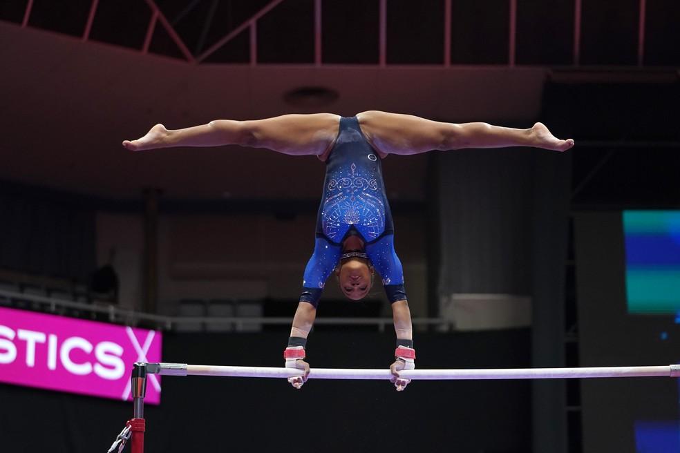 Rebeca Andrade dá show e se garante em três finais do Mundial de ginástica
