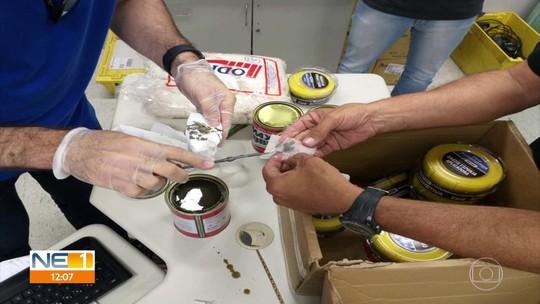PF prende trio após cão localizar um quilo de pasta de cocaína em encomenda nos Correios