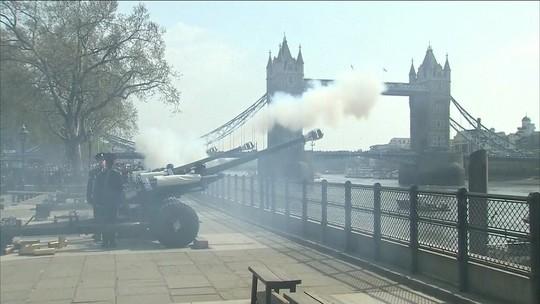 Soldados britânicos iniciam comemorações pelos 92 anos da Rainha Elizabeth