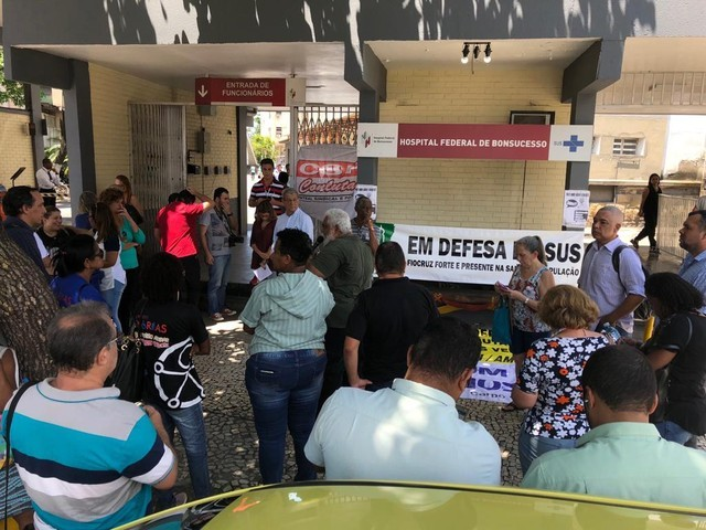 Protesto na inauguração da nova emergência