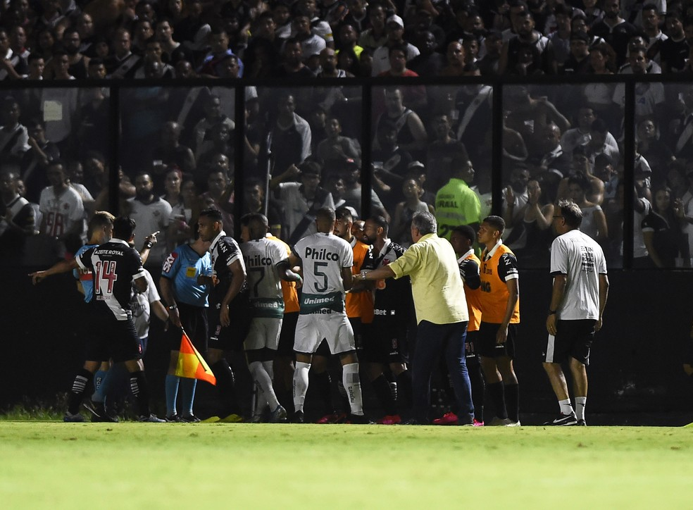Último jogo com torcida nas arquibancadas de São Januário foi justamente contra o Goiás, em março do ano passado, pela Copa do Brasil — Foto: André Durão