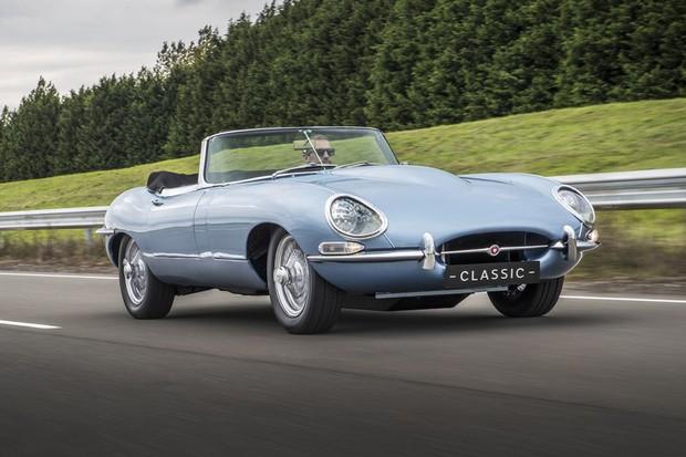 Jaguar E-Type foi convertido a eletricidade pela marca (Foto: Divulgação)